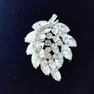 Vintage Weiss Crystal Broach